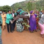 Wakazi wa Mziro Burigi wakimlaki Mbunge wa Muleba Kusini, Mh. Anna Tibaijuka alipofanya ziara kijijini hapo