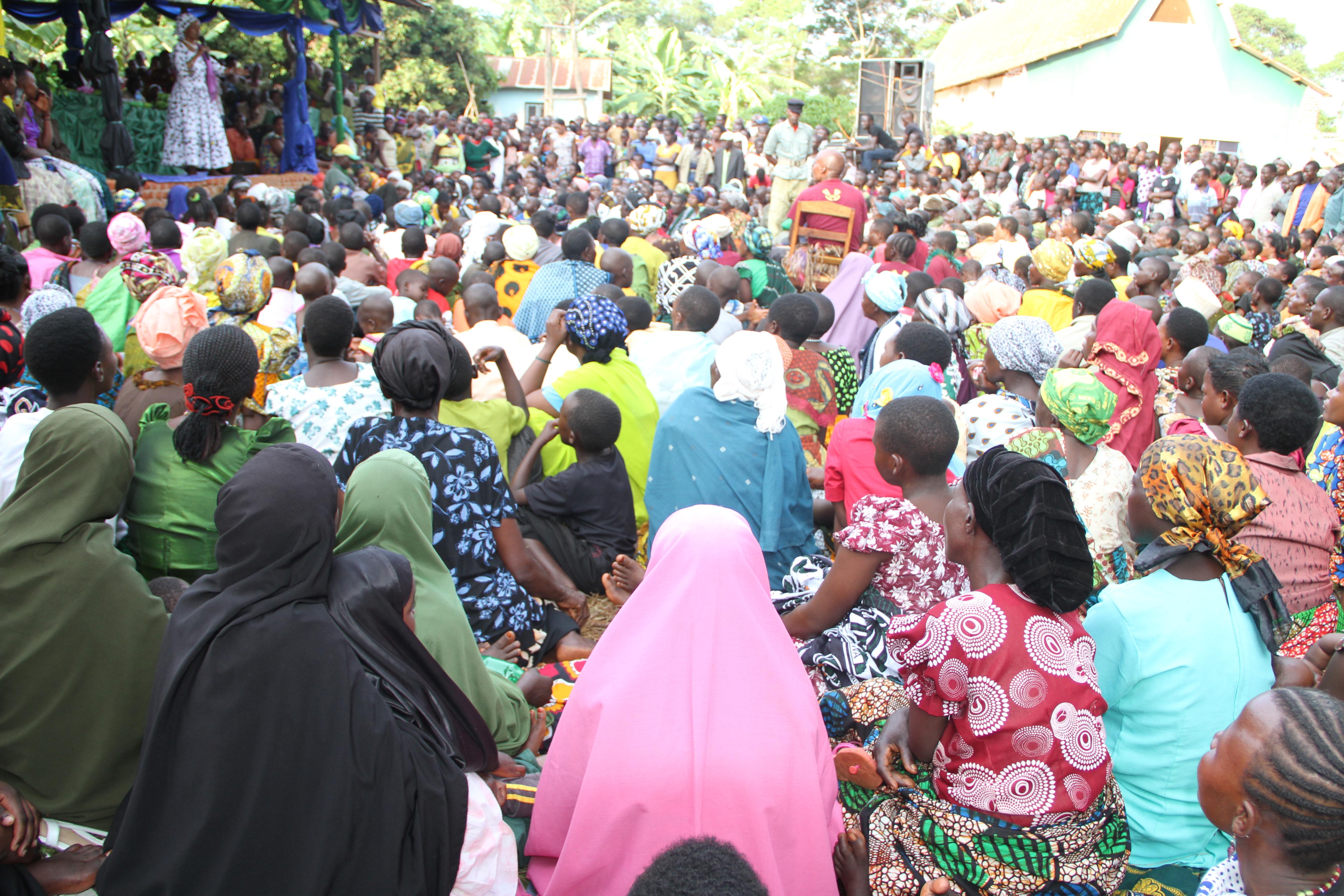 Mamia ya wakazi wa kijiji cha Mubunda wajitokeza kumsikiliza Mbunge wa Muleba Kusini, Prof. Anna Tibaijuka