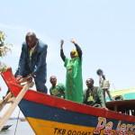 Prof Anna Tibaijuka akiwa kwenye mtumbwi kuelekea Ikuza visiwani kwenye kampeni