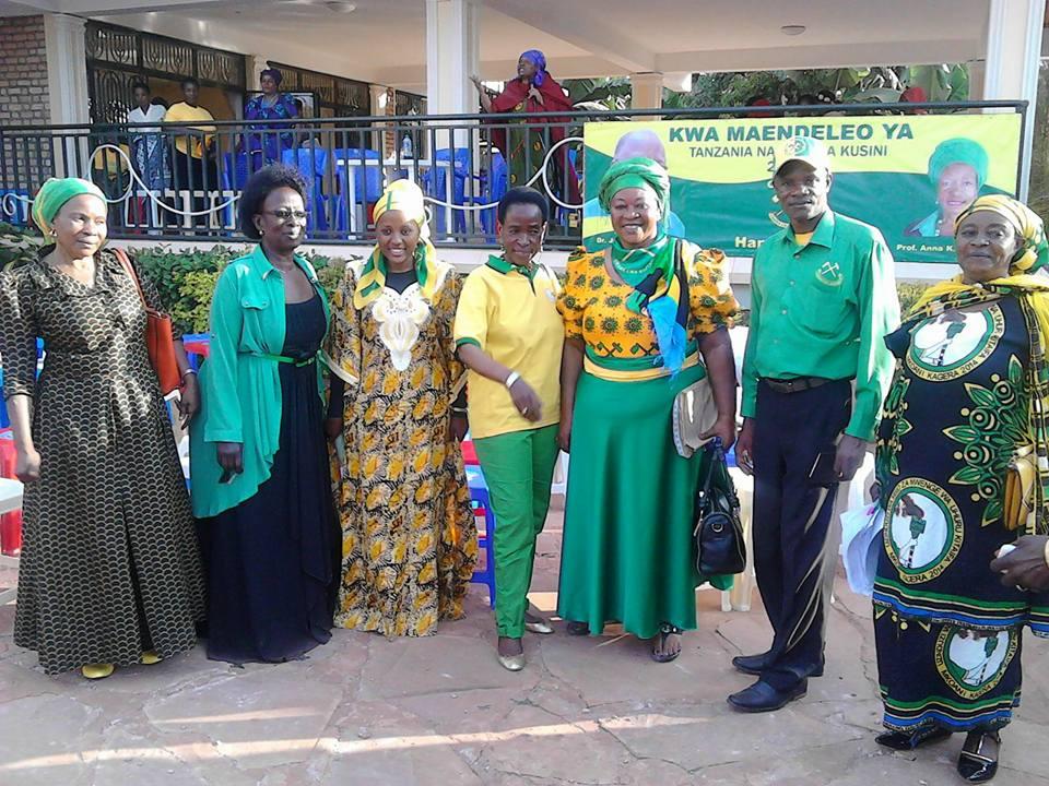 Mh. Mama Tibaijuka akiwa na katibu wa wilaya Muleba  na mbunge viti maalumu Bukoba