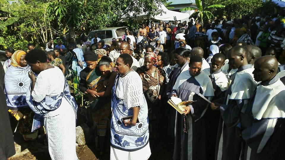 Prof Tibaijuka katika mazishi ya Edwin Buberwa Mukwenda kijijini Bulambizi,Muleba
