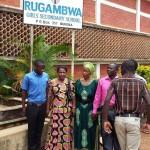 Prof Anna Tibaijuka alipotembea shule ya wasichana ya Rugambwa iliyoathiriwa na tetemeko la ardhi wilayani Bukoba